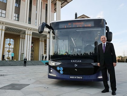 A First in History: A President Travels in a Level-4 Autonomous Electric Bus